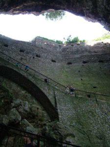 La scalinata per la grotta